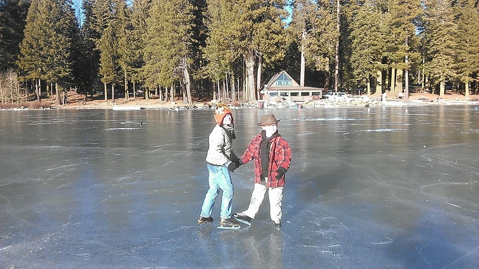 Lake_of_the_Woods_skating